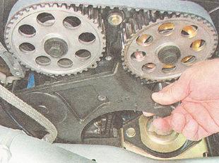 нижняя часть передней крышки ГРМ ВАЗ 2112