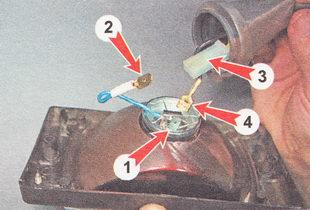 отсоединяем наконечники проводов