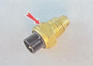 маркировка датчика температуры охлаждающей жидкости (ДТОЖ) нанесена на шестигранной части его корпуса
