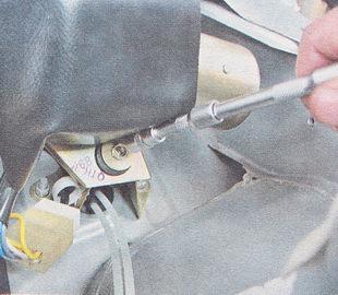 болт крепления мотор-редуктора к кронштейну