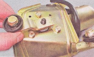 кривошип устанавливаем на вал мотор-редуктора в соответствии с нанесенной на кронштейн меткой
