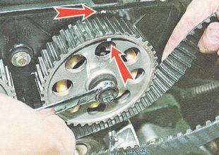 совмещения меток на шкиве и крышке