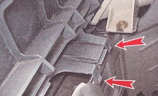 пружинящие лепестки фиксаторов нижнего крепления решетки радиатора