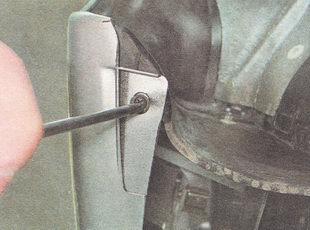 саморез нижнего соединения переднего бампера с подкрылком