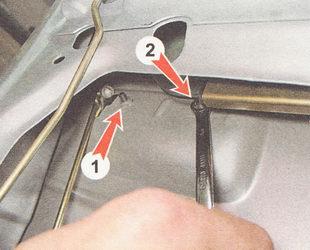 гайки крепления наружной ручки двери