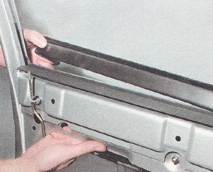 нижний наружный уплотнитель стекла