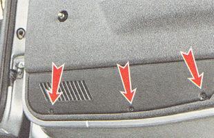 саморезы крепления нижней накладки обшивки двери