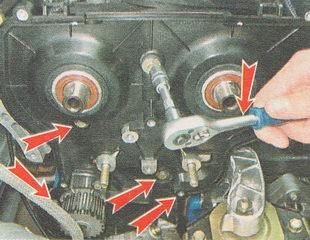 болты крепления задней крышки ремня привода ГРМ ВАЗ 2110