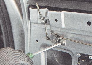 винт крепления кронштейна двуплечего рычага