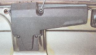 фиксаторы крепления накладки замка крышки багажника
