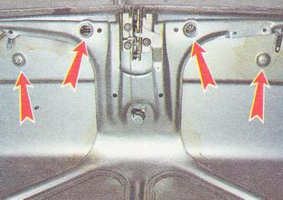 гайки крепления декоративной накладки крышки багажника