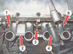 гайки крепления впускного трубопровода к головке блока цилиндров ВАЗ 2110