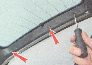 саморезы крепления правой обшивки крышки багажника