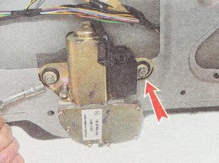 отворачиваем две гайки крепления мотор-редуктора