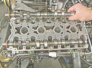 распредвал выпускных клапанов ВАЗ 2111