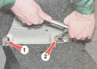 крепление петель правой части спинки сиденья