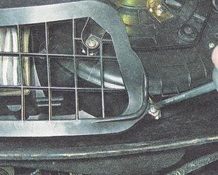саморезы крепления решетки фильтра к корпусу отопителя