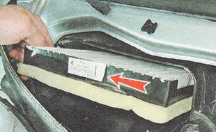 устанавливаем на автомобиль новый фильтр салона