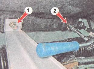 1 - гайка верхнего крепления защитного экрана; 2 - гайка нижнего крепления правой части обшивки моторного отсека