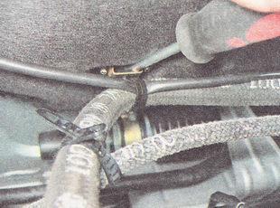 держатель шланга вакуумного усилителя тормозов