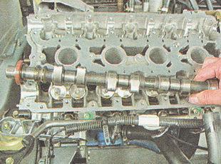 распредвал выпускных клапанов ВАЗ 2110