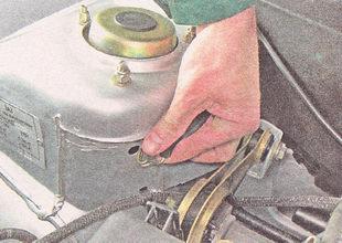 ремень крепления бачка стеклоомывателя