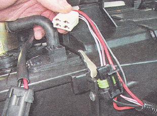 разъем проводов дополнительного резистора отопителя