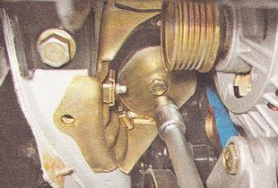 болт подушки правой опоры двигателя