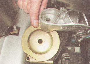 верхний ограничитель подушки правой опоры двигателя