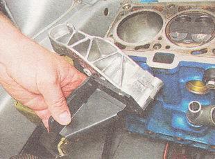 кронштейн опоры двигателя в сборе с верхним кронштейном крепления генератора