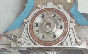 болты крепления держателя заднего сальника коленчатого вала ВАЗ 2110