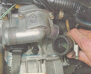 патрубок насоса охлаждающей жидкости ВАЗ 2110