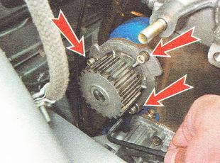 болты крепления насоса охлаждающей жидкости ВАЗ 2110
