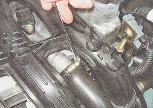 шланг системы вентиляции картера двигателя