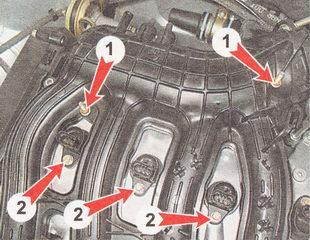 (1) - гайки крепления впускного модуля; (2) - болты крепления катушек зажигания первого, второго и третьего цилиндров