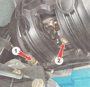крепление впускного коллектора двигателя к боковой поверхности головки блока цилиндров