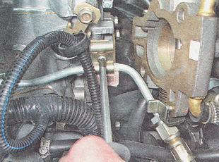винт крепления трубки топливопровода