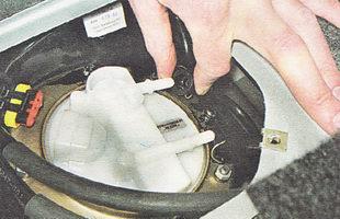 наконечник трубки топливопровода топливного модуля бензонасоса