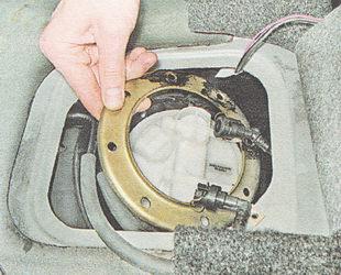 прижимное кольцо топливного модуля бензонасоса ВАЗ 2111
