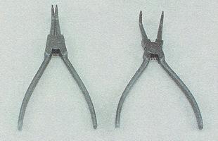 специальные щипцы для снятия стопорных колец