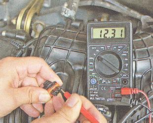 измеряем вольтметром напряжение на выводе 3