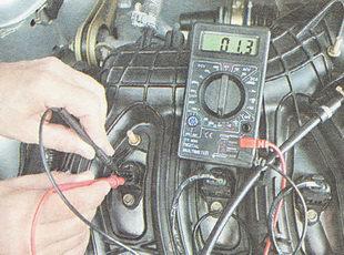 измеряем сопротивление между выводами катушки зажигания