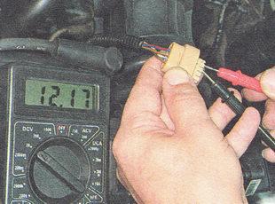 измеряем напряжение между выводами С и D