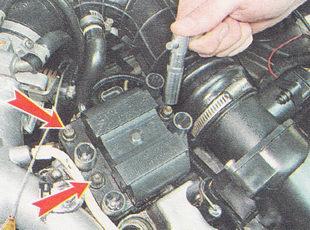гайки крепления модуля зажигания ВАЗ 2112