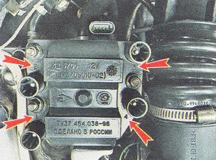 провода свечей зажигания подсоединяем к модулю зажигания в соответствии с номерами цилиндров, нанесенными на каждом проводе и на корпусе модуля зажигания рядом с выводами