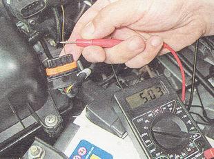 проверка напряжения на разъеме датчика ДМРВ ВАЗ 2112