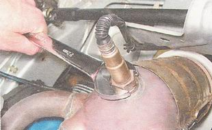снятие датчика концентрации кислорода ВАЗ 2110