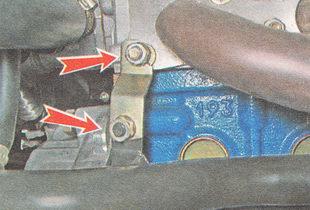 гайки кронштейна подводящей трубы насоса охлаждающей жидкости ВАЗ 2112