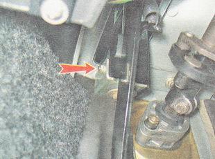 гайка крепления кронштейна оболочки троса привода сцепления