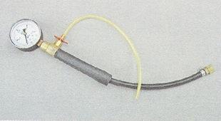 манометр для измерения давления в топливной рампе двигателя